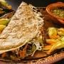 De acuerdo al portal Foodandwineespanol esta palabra es de origen español y provienen de quesada, que es un pastelillo español que tiene queso.