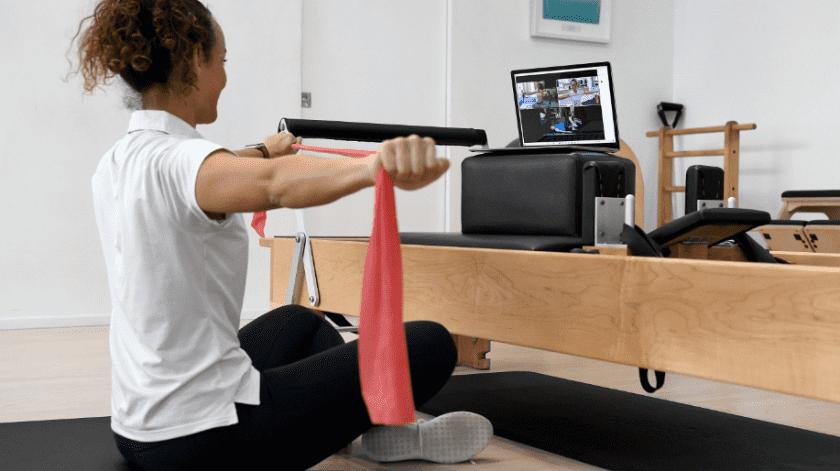 En el Método de Pilates también se utiliza la goma elástica.(EFE/EPA/BIANCA DE MARCHI)