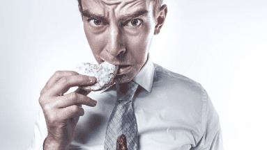 Comer menos grasas, sal y azúcares pueden ayudar a disminuir tu estrés y ansiedad