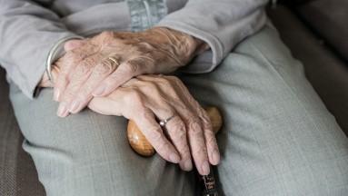 Consecuencias de las caídas en adultos mayores y cómo prevenirlas