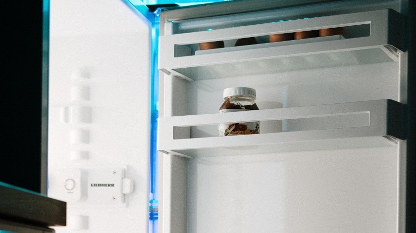 El refrigerador suele impregnarse de malos olores por diferentes causas.(Pexels)