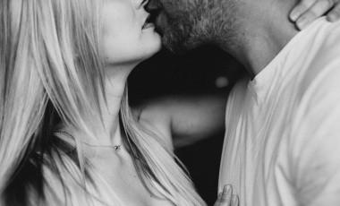 Las relaciones sexuales te permiten no solo trabajar los músculos sino el corazón además de permitirnos producir más endorfinas, por lo que no solo te mantendrás en forma, también estarás más feliz.