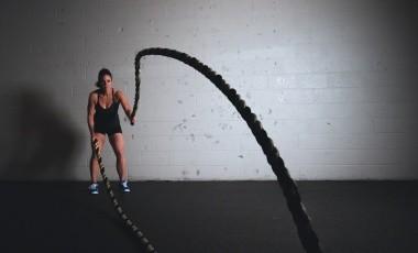 En el gimnasio, una combinación equilibrada entre cardio y pesas es lo que necesitamos.