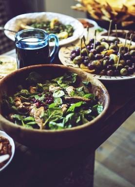Si deseas puedes combinar en este plato otros vegetales como chiles picantes o pimiento morrón, pepino, o calabacín tipo