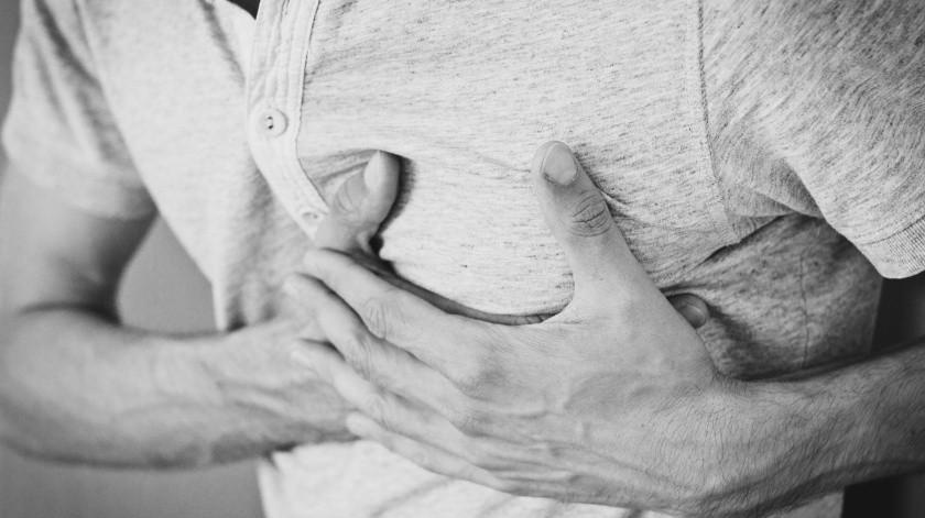 Según investigadores,aplicarse la vacuna contra la gripe puede ayudar a disminuir los riesgos de un ataque cardiaco o un derrame cerebral.(Pixabay)