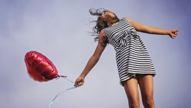 El portal Psicología y Mente comparte algunos consejos para que puedas generar de forma constante, actitud positiva.