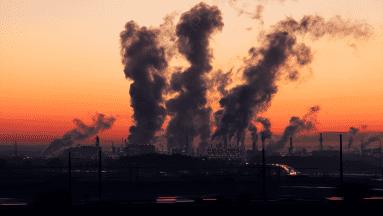 Sobre el mismo temael director de Salud Ambiental del INSP, Horacio Riojas Rodríguez, explicó que la contaminación del aire hace que exista mayor vulnerabilidad a las infecciones bacterianas y virales.
