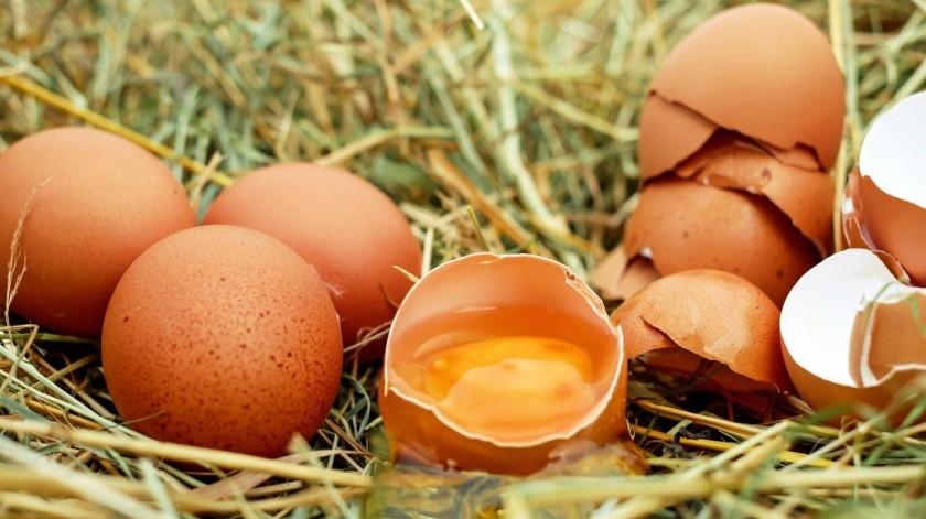 De acuerdo al portal especializado Institutos de Estudios del Huevo en España, hay que aprender a manipular los huevos con mucha higiene.(Pixabay)