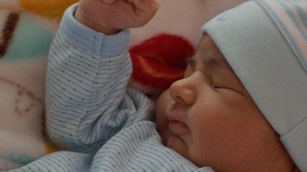 Lactancia: OMS pide a madres con Covid-19 que den el pecho a sus bebés