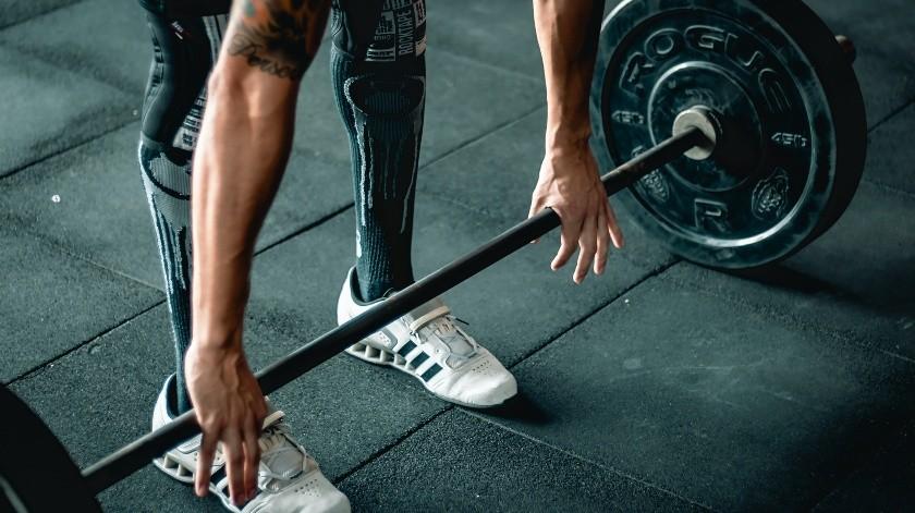 El levantamiento de pesas puede brindar beneficios a largo plazo.(Pixabay)