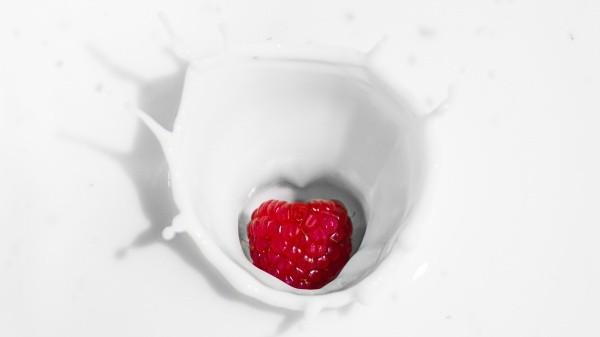 Para una variedad, substituya por cualquier otro jugo de fruta concentrado como de uva, frambuesa, piña o use yogur con fruta.
