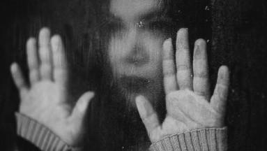 Confinamiento podría incrementar factores que alienten al suicidio: Especialista