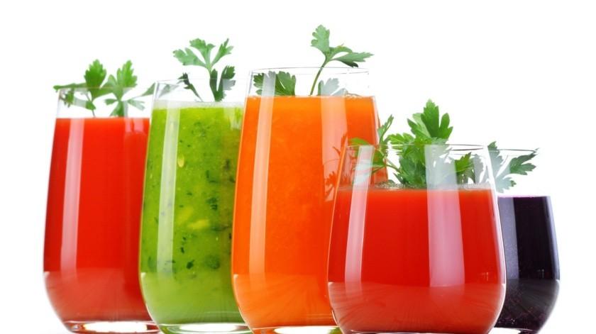 Para aliviar la anemia es importante consumir alimentos ricos en hierro como el betabel, las espinacas y otras verduras de hojas color verde oscuro.(Shutterstock)