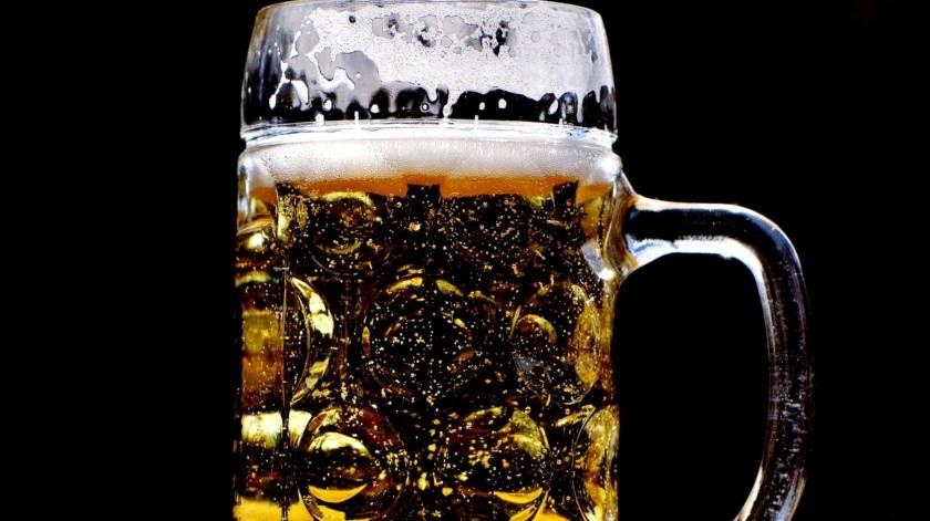 Aquellos que bebieron menos informaron que obtuvieron mejorar en aspectos de su vida que los que continuaron bebiendo, entre ellasmejoras financieras y mejor salud física.(Pixabay.)