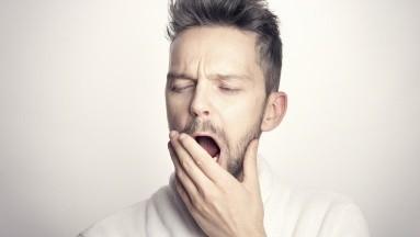 Los bostezos seguidos pueden darte una señal de la calidad del sueño que tienes.