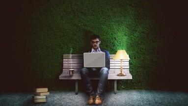 Si no tienes opción de cambiar tu horario de trabajo puedes comenzar con algunos conseos para poder tener un sueño más reparador a pesar de ser de día.