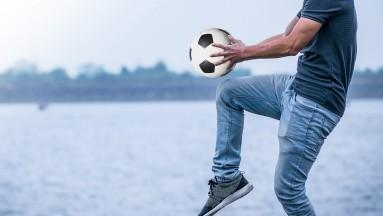 Alimentarse saludablemente y realizar actividad física pueden reducir considerablemente afectaciones de salud en los hombres.