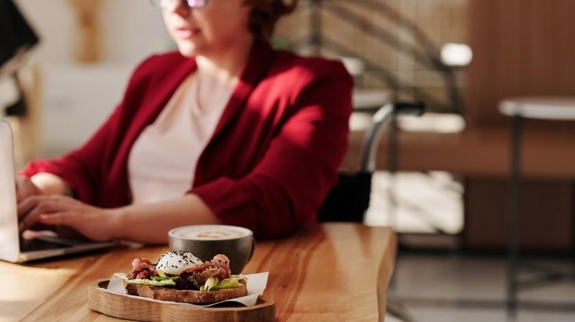 Los alimentos que consumimos pueden ayudarnos a controlar los niveles de estrés y ansiedad.(Pexels)