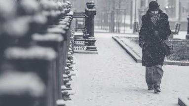 El experto en trastornos alimenticios, depresión y adicciones, explicó que la depresión invernal, también conocida como Desorden Afectivo Estacional, afecta entre el 4 y el 8 % de la población mundial cada año.