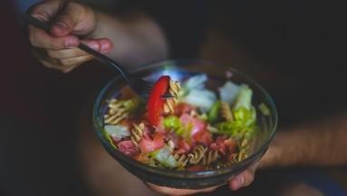 2 cenas ligeras y saludables para controlar los niveles de glucosa