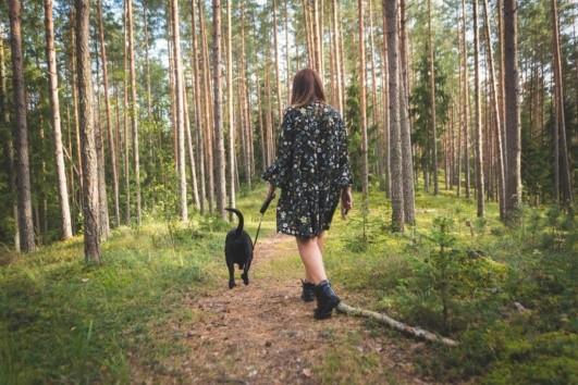 Caminar es una opción excelente para minimizar los cólicos.