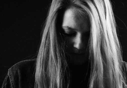 Personas que se enfocan o viven para complacer a los demás, no se aceptan a sí mismos y carecen de amor propio, pueden ser propensas a somatizar.